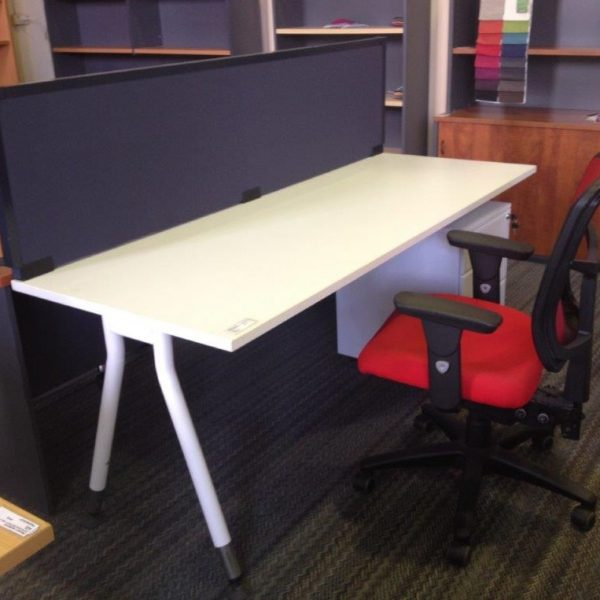 Merln V Leg White Desk 1800 x 700